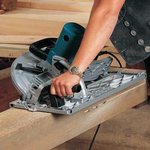 sierra makita 5143r para madera en funcionamiento